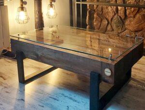 stolik z drewnianych belek