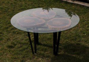 okrągły stół loftowy ze szkłem z plastrów drewna