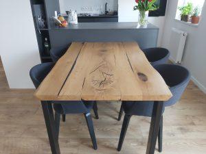 stół dębowy z żywicą epoksydową