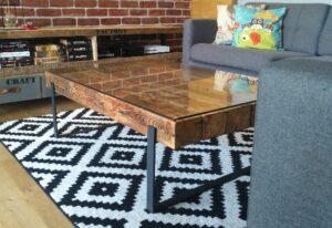 stolik z drewnianych belek, meble loftowe