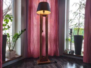 podłogowa lampa z dębu rustykalna